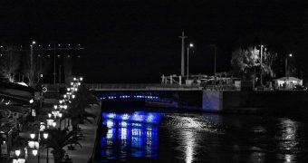 Στα γαλανόλευκα η γέφυρα της Χαλκίδας