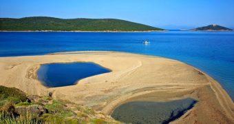 Εύβοια παραλία αλλάζει σχήματα